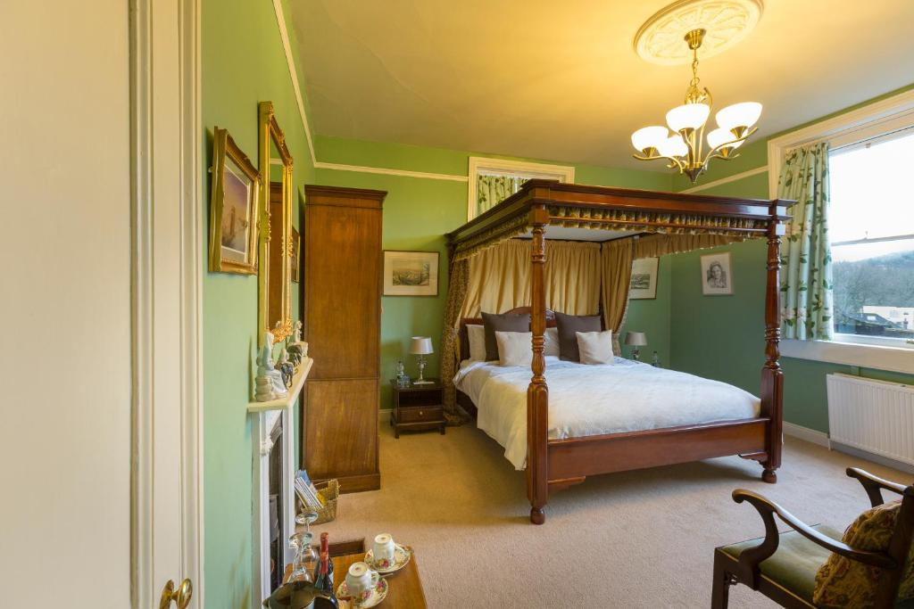 A bed or beds in a room at Grosvenor Villa