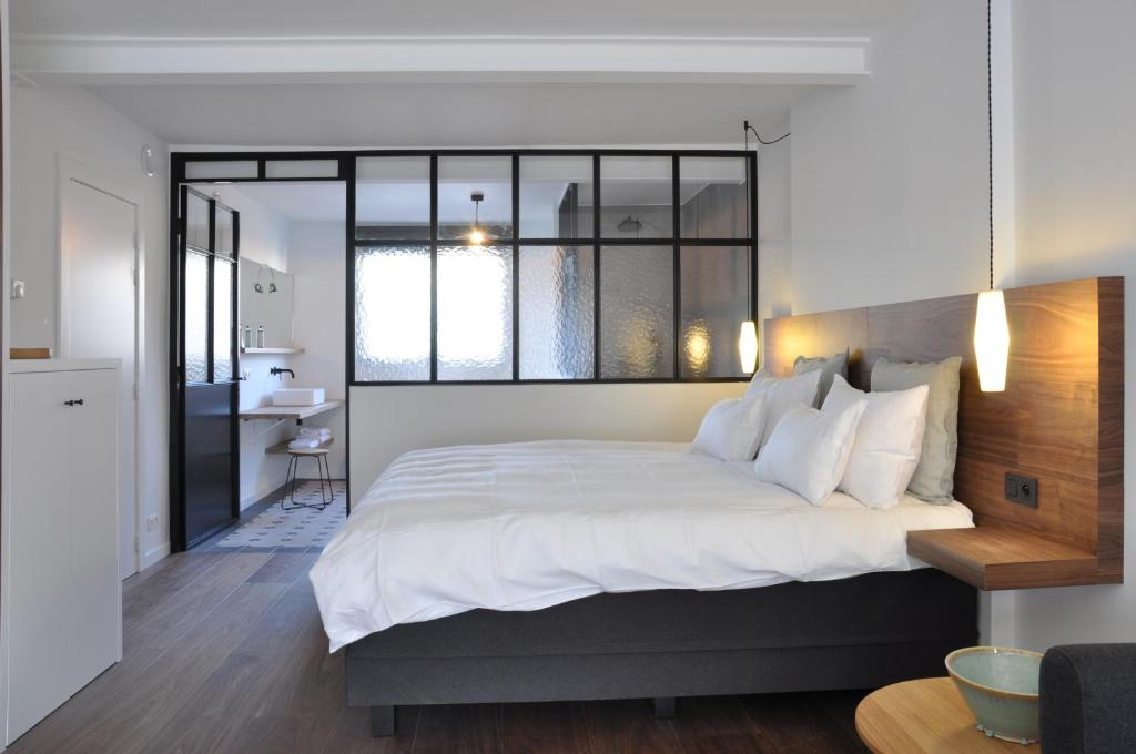 A bed or beds in a room at B&B Knokke