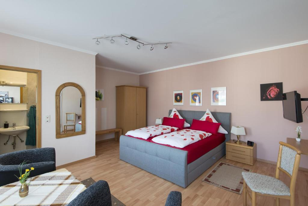 A bed or beds in a room at Wein & Gästehaus Ballmann