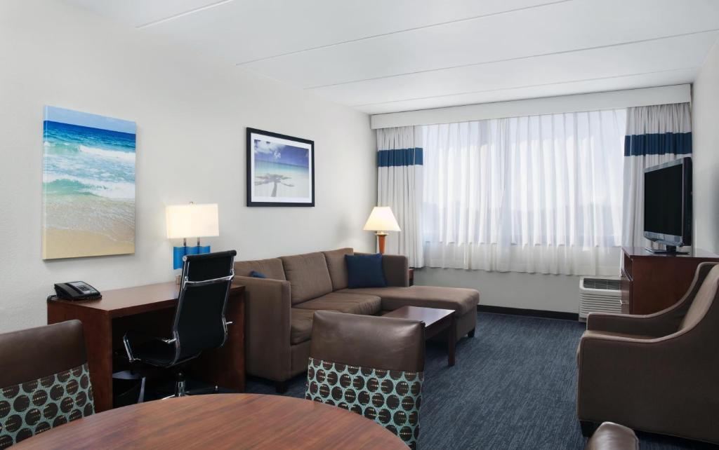 Four Points By Sheraton Fort Lauderdale Airport Cruise Port Fort Lauderdale Updated 2021 Prices