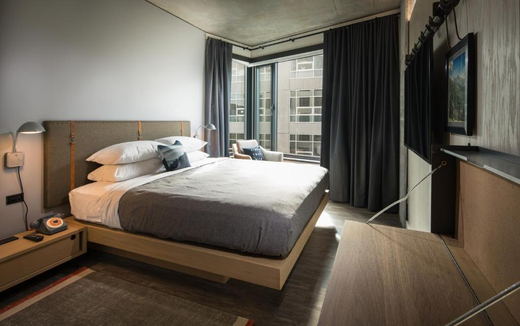A bed or beds in a room at MOXY Seattle Downtown