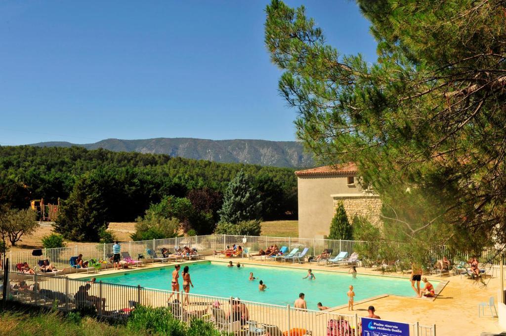 The swimming pool at or near Résidence Goélia Le Domaine du Moulin Blanc