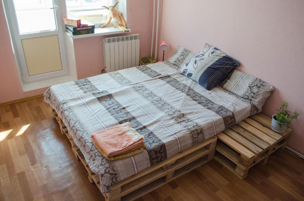 Кровать или кровати в номере Apartment on Bohdana Khmelnytskogo