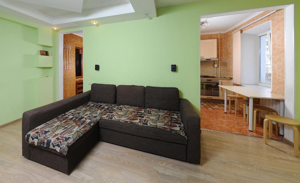 Гостиная зона в Omsk Sutki Apartments at Pushkina 99 floor 3