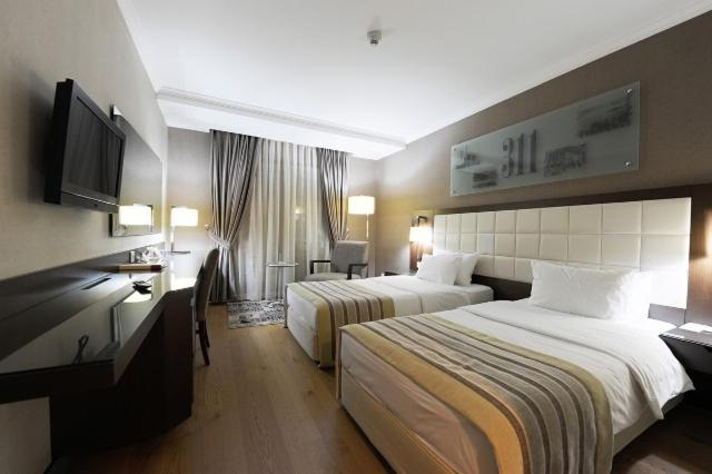 A bed or beds in a room at Kent Hotel