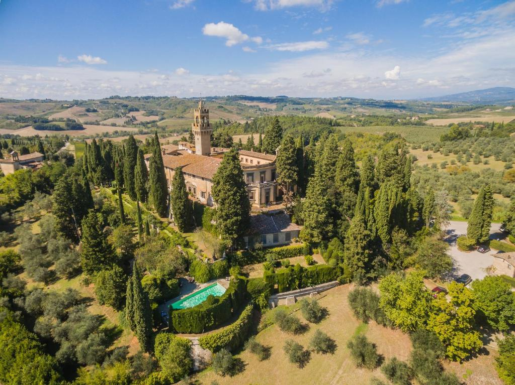 A bird's-eye view of Castello di Montegufoni
