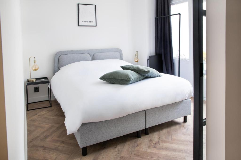 A bed or beds in a room at Maison BON Apartments