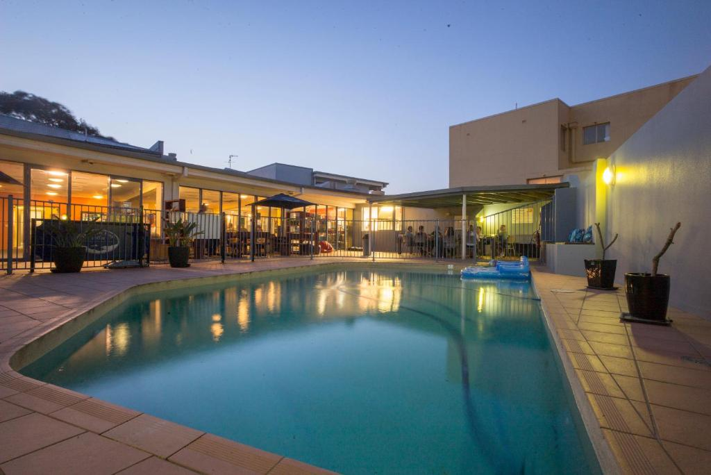 The swimming pool at or near Sydney Beachouse YHA
