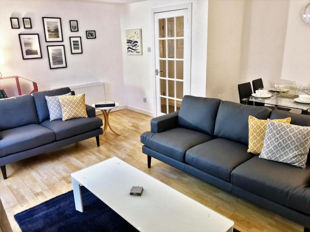 A seating area at Principal Apartments - West End