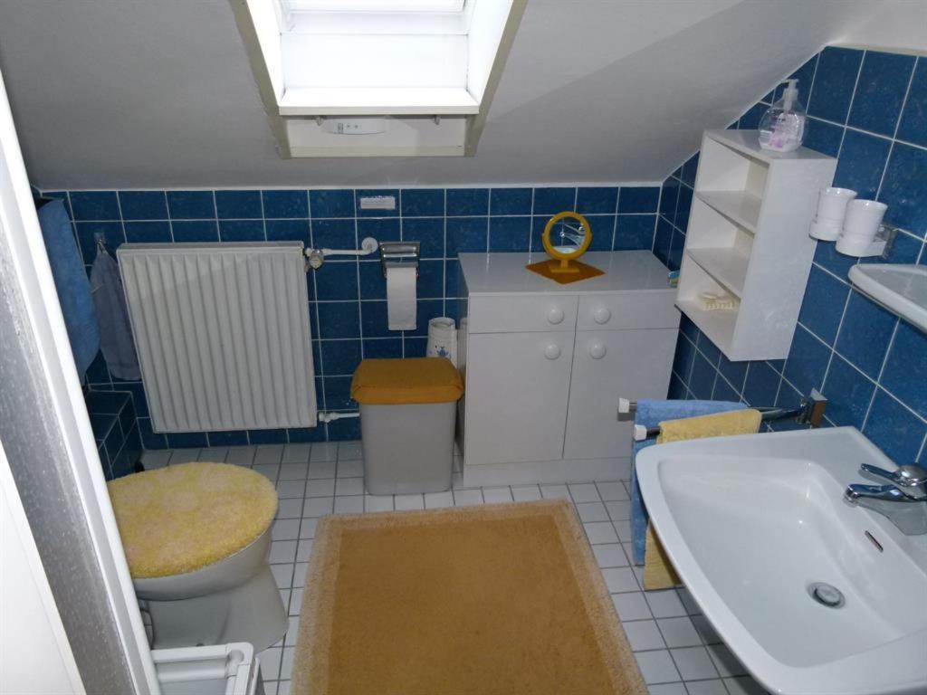 A bathroom at Privatzimmer Schalk