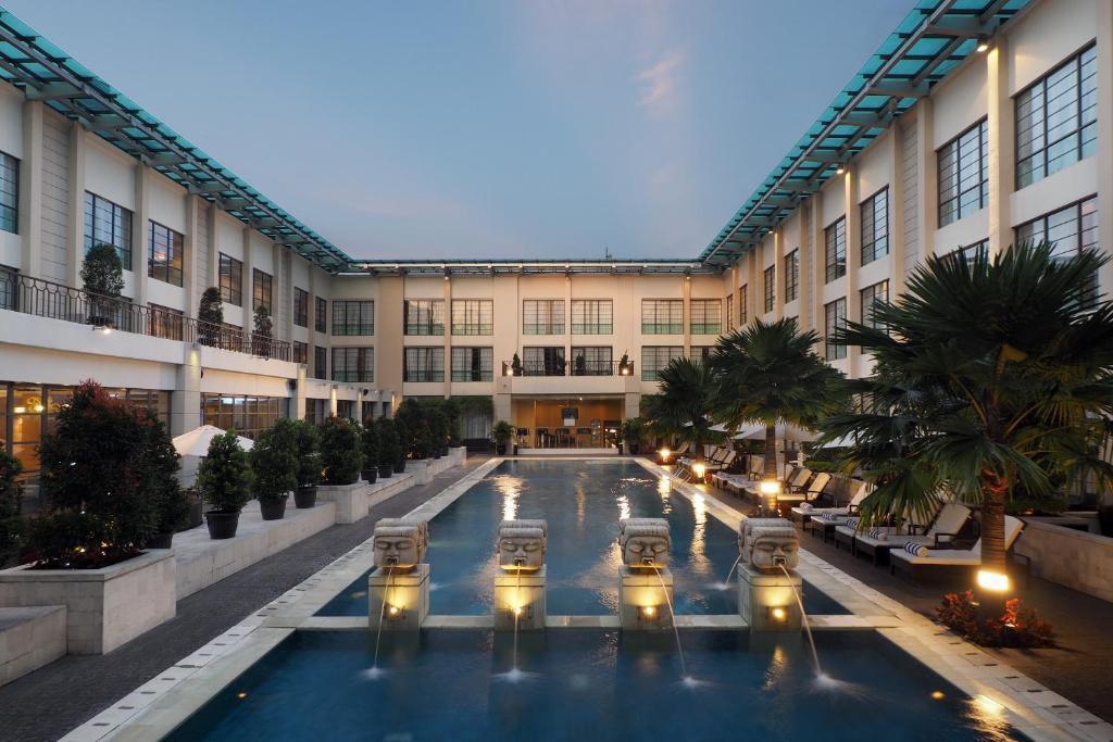 Kolam renang di atau di dekat Aryaduta Medan