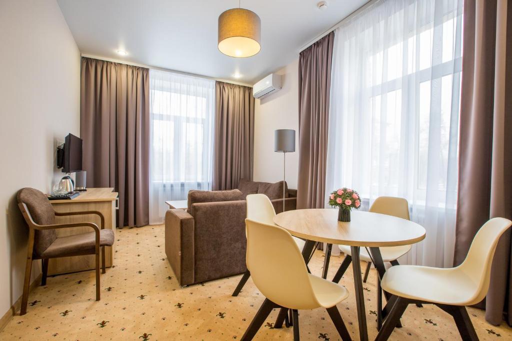 A seating area at Yaroslavskaya Hotel