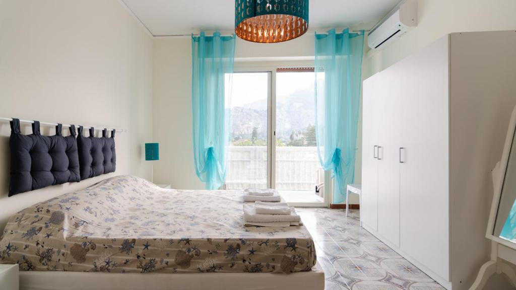 A bed or beds in a room at Terrace Mondello Beach