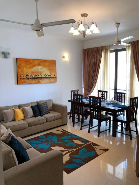 A seating area at City Centre 2 Bed Room Apartment