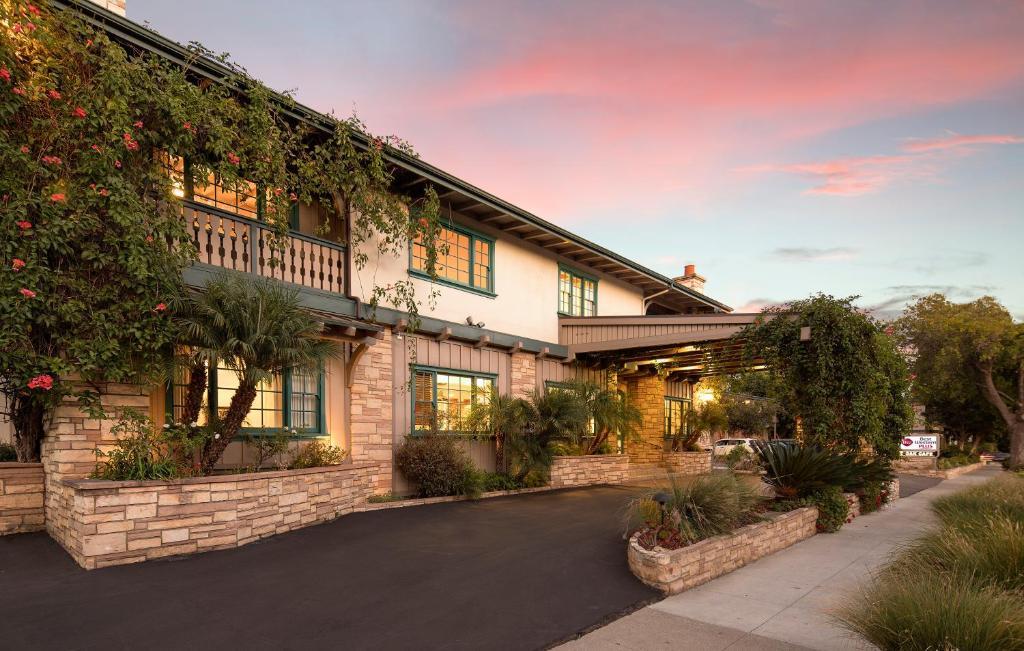 The Best Western Plus Encina Inn & Suites.