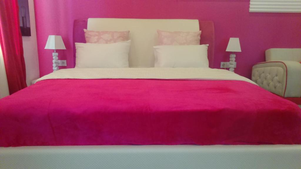 Pink Apartment near Airport