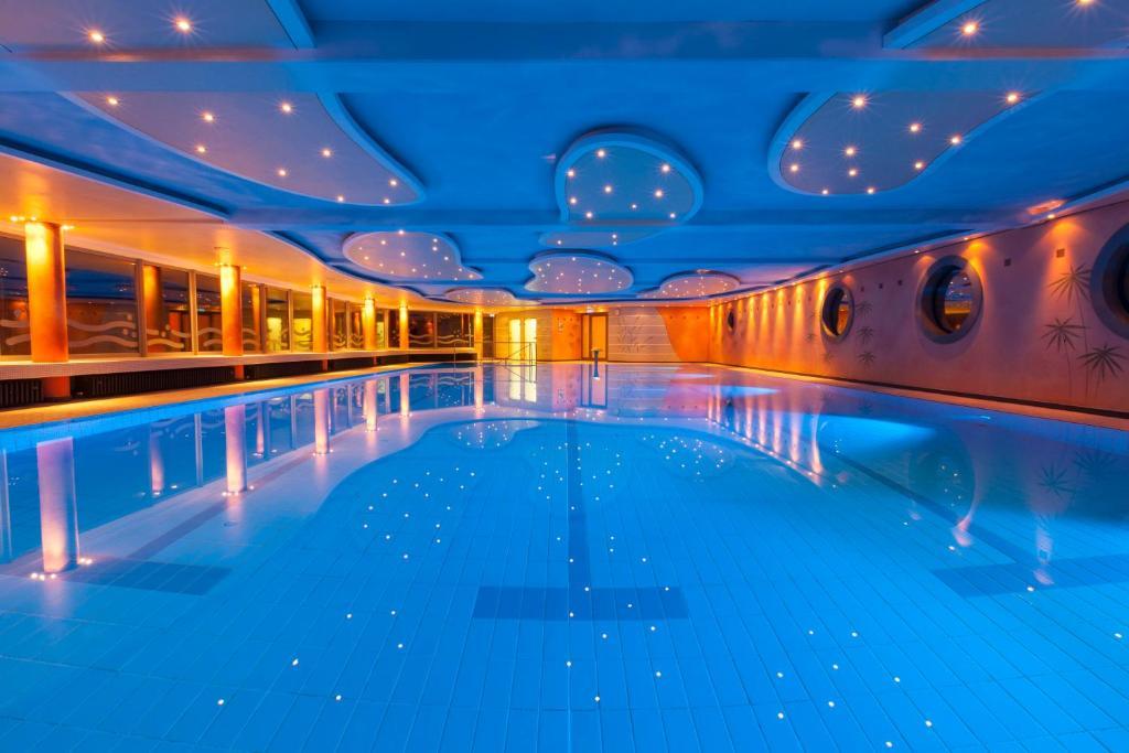 Der Swimmingpool an oder in der Nähe von Hotel Hochsauerland 2010