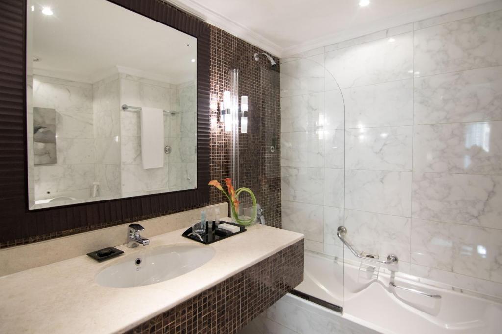 حمام في فندق كارلتون تاور