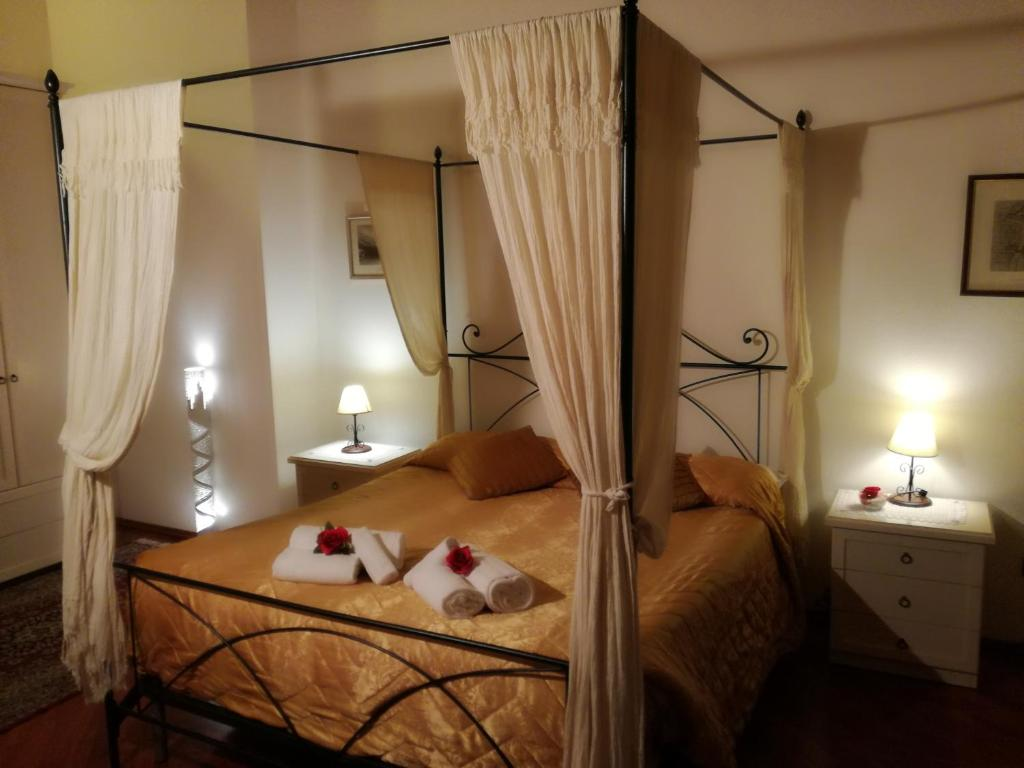 A bed or beds in a room at Ai Tre Portoni