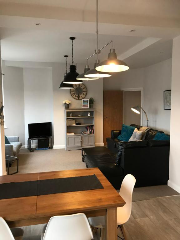 A seating area at Wight view, flat 2 rosslyn house