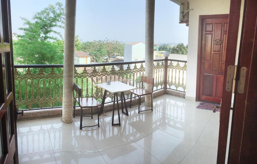 A balcony or terrace at Nam Phương Riverside Villa