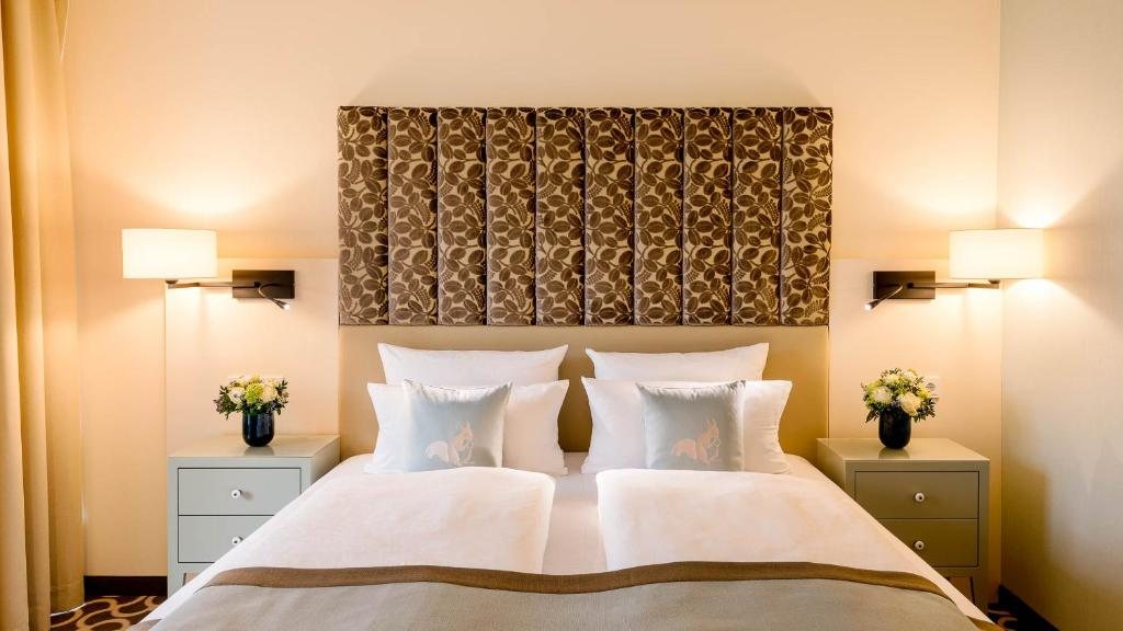 A bed or beds in a room at Parkhotel Rothof