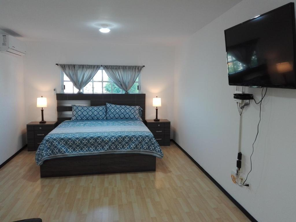 A bed or beds in a room at MV Suites Suc. Capilla