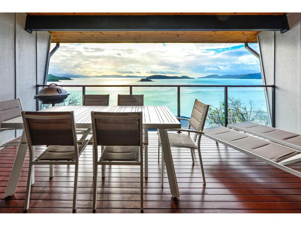 A balcony or terrace at Shorelines 31 - Hamilton Island