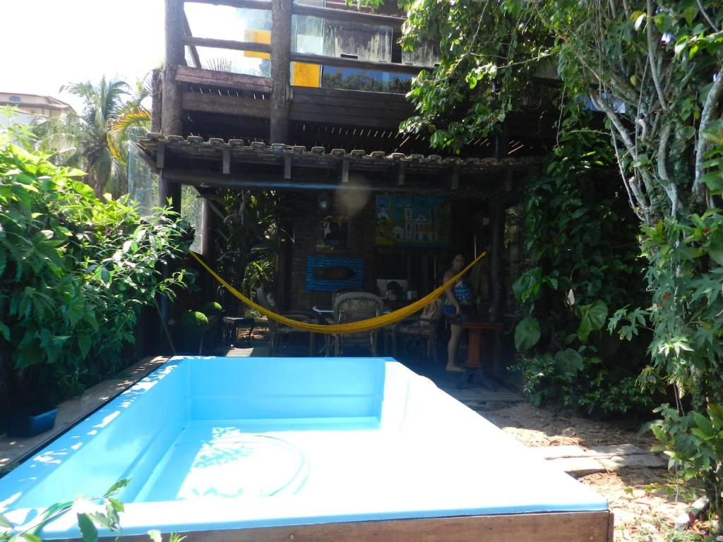 The swimming pool at or near Casa de Vidro na Praia