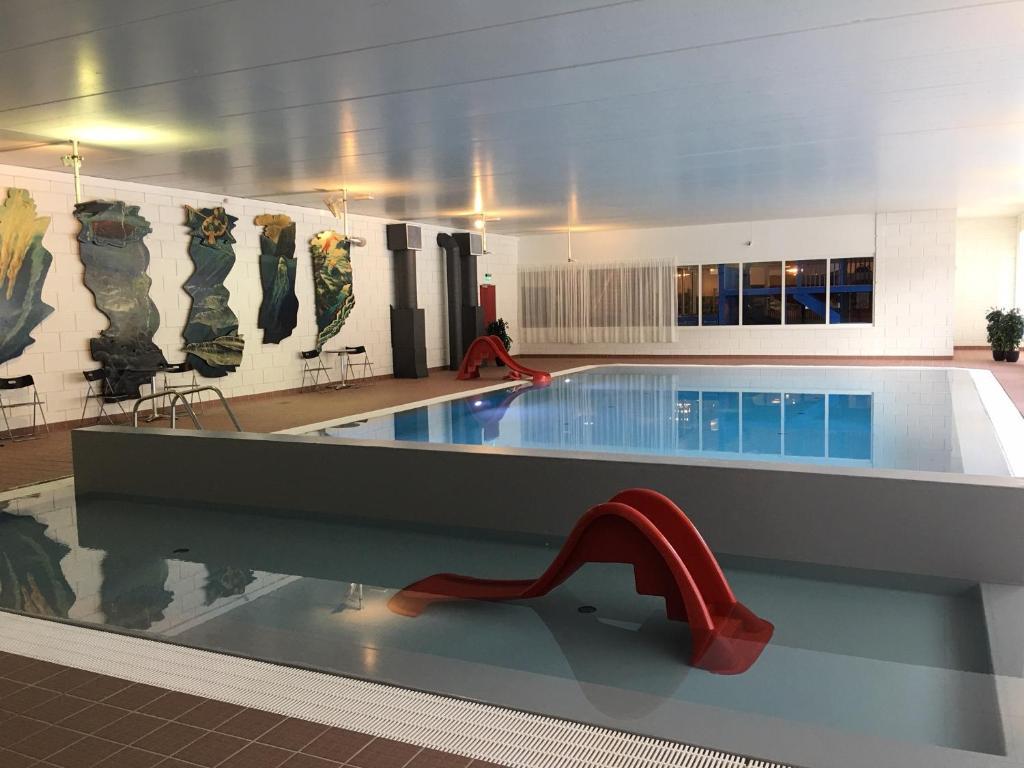 The swimming pool at or near Vesterland Feriepark Hytter, hotell og leikeland