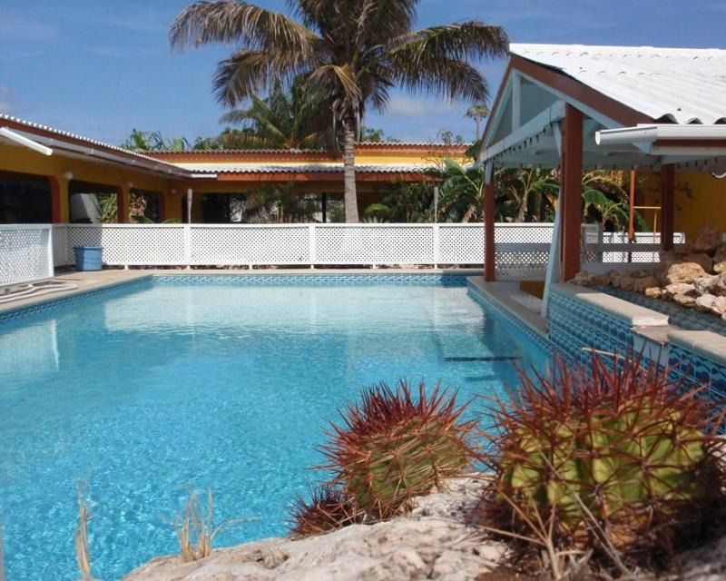 A piscina localizada em Villa Grote Berg Apartments ou nos arredores