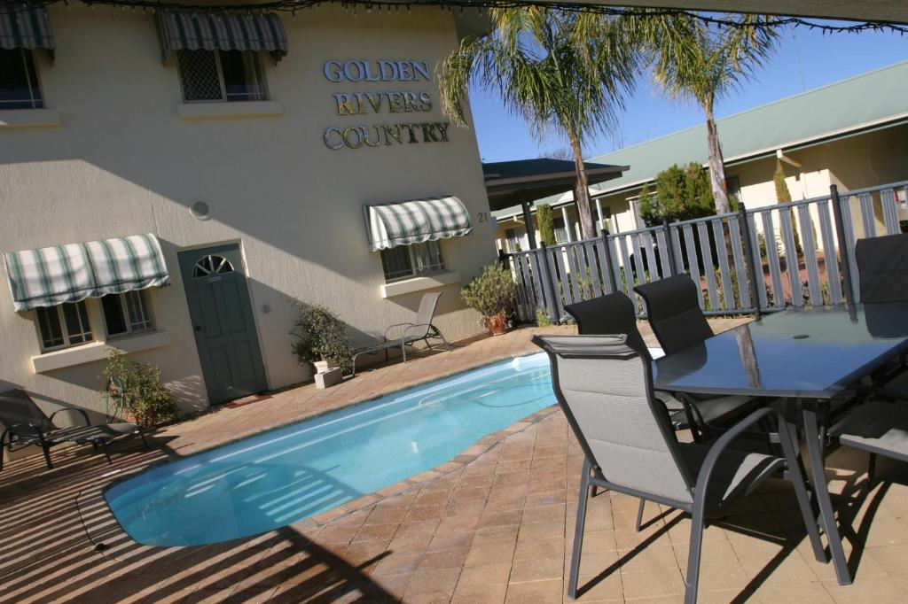 The swimming pool at or near Golden Rivers Holiday Apartments