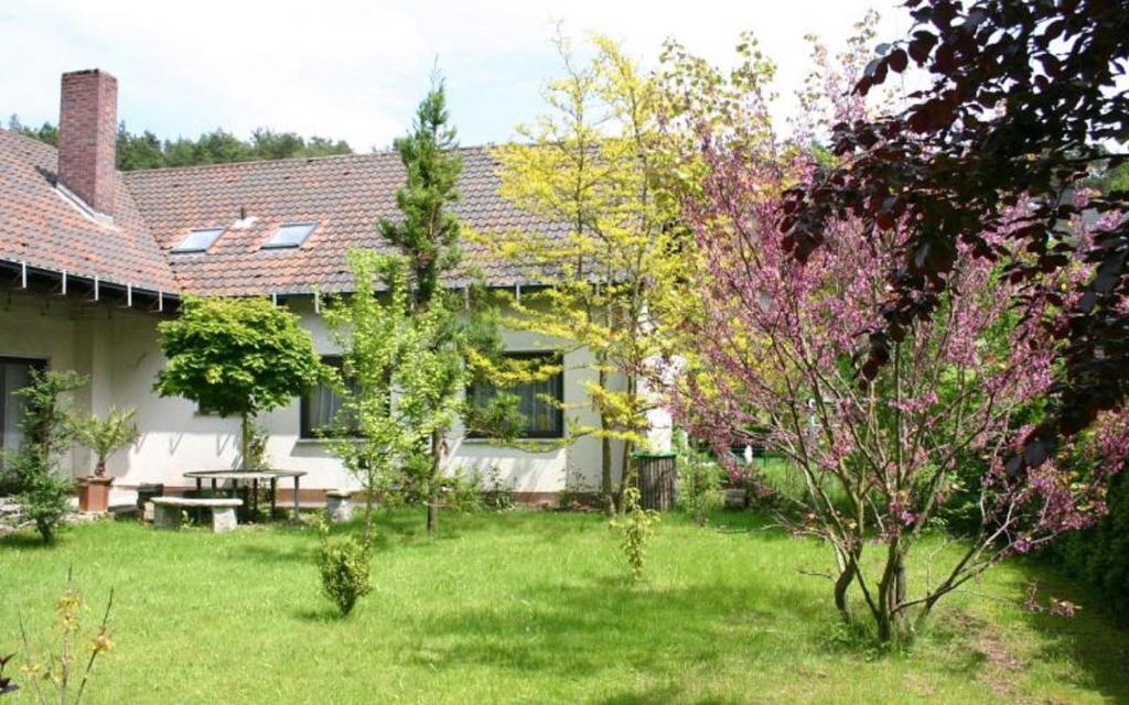 A garden outside Pension Haus zum Schlehenberg