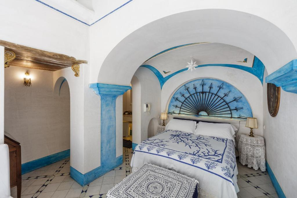 A bed or beds in a room at Positano Suite