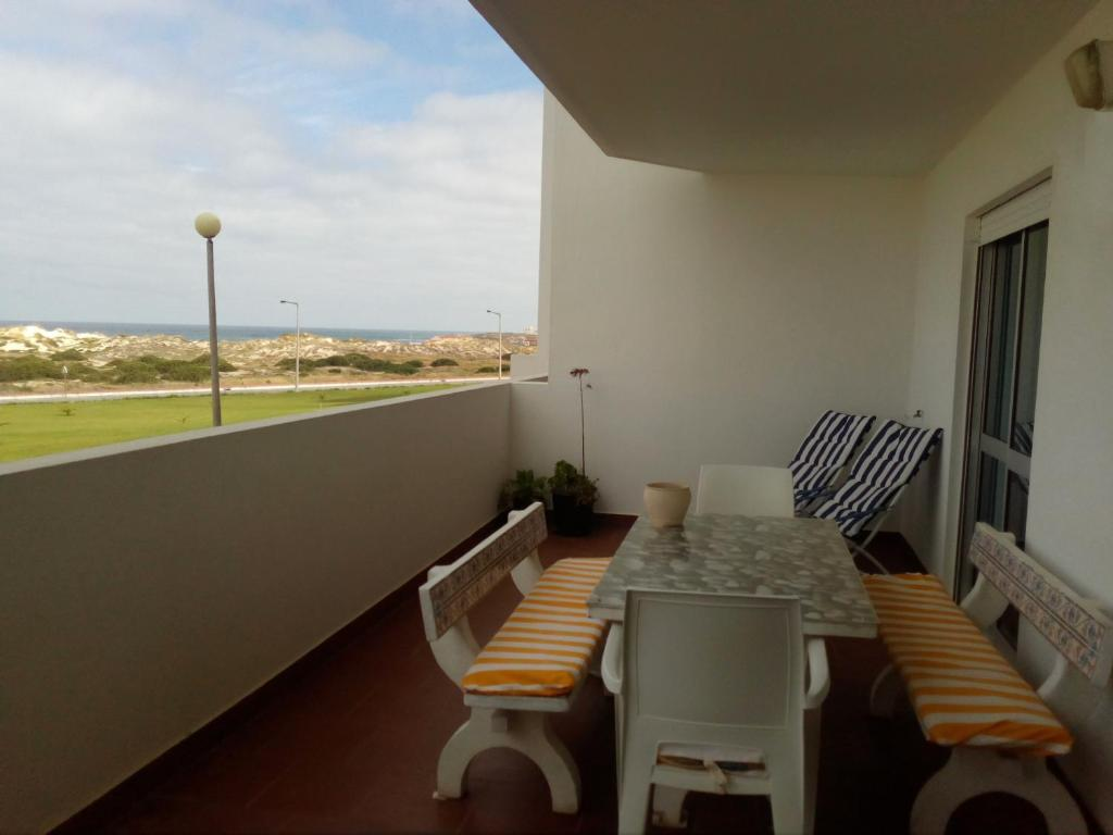 A balcony or terrace at Baleal Sol Village I