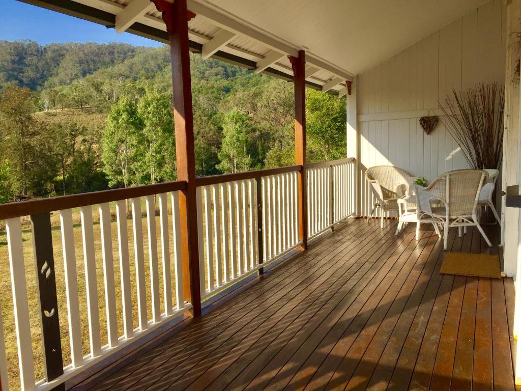 A balcony or terrace at Eighteen Mile Cottage