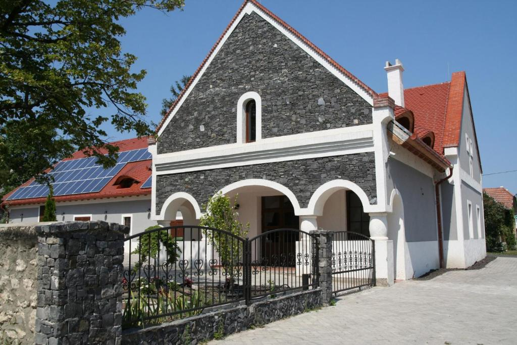 The building in which a panziókat is located