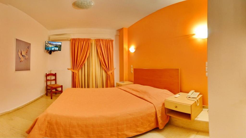Ένα ή περισσότερα κρεβάτια σε δωμάτιο στο Aretousa Hotel