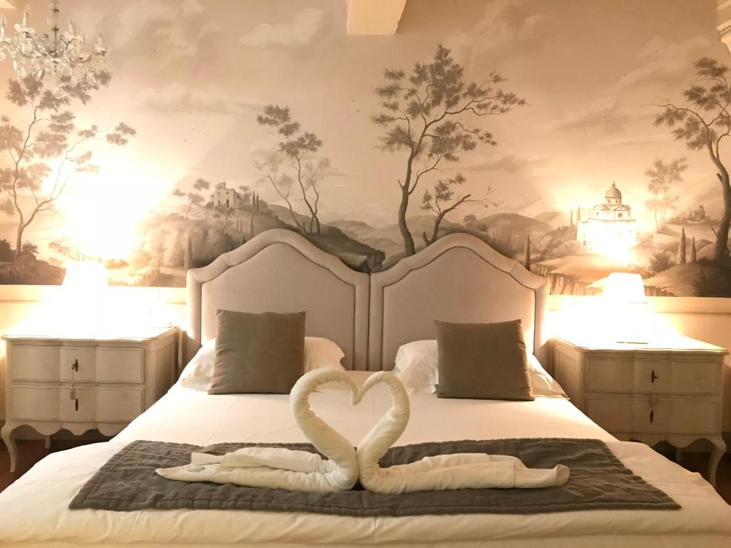 A bed or beds in a room at La Corte Di Ambra