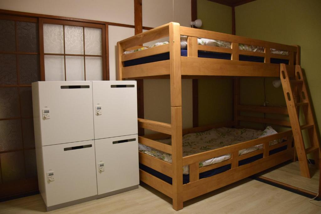 A bunk bed or bunk beds in a room at Guest house SHIE SHIMI