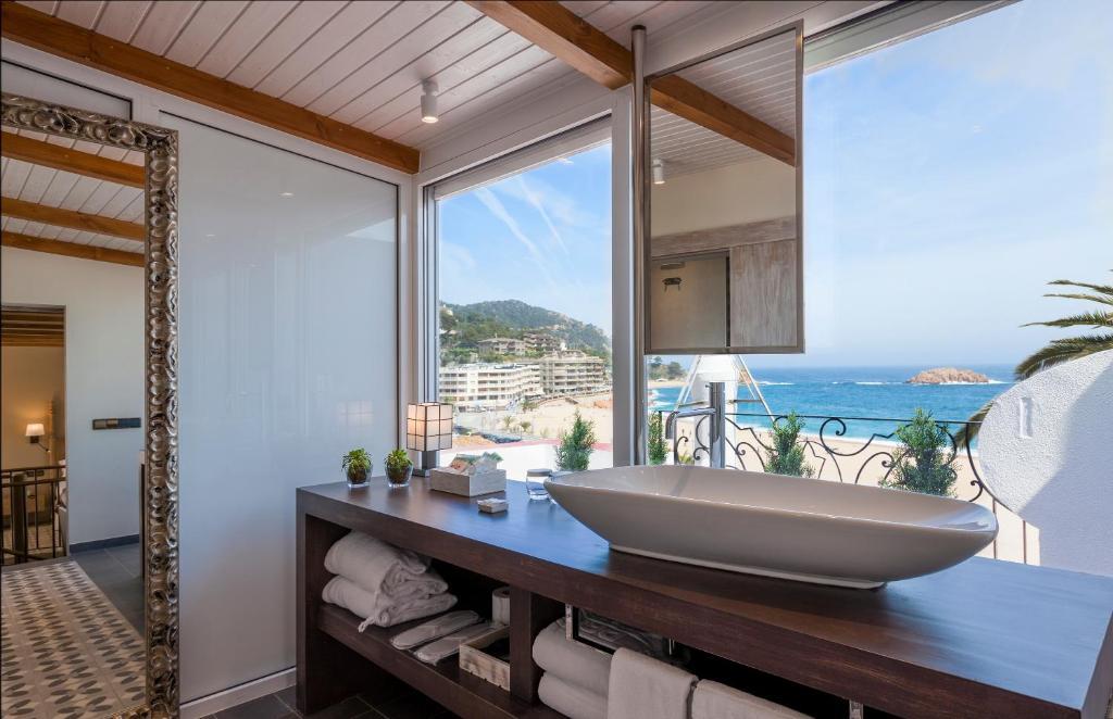 hoteles con encanto en tossa de mar  10