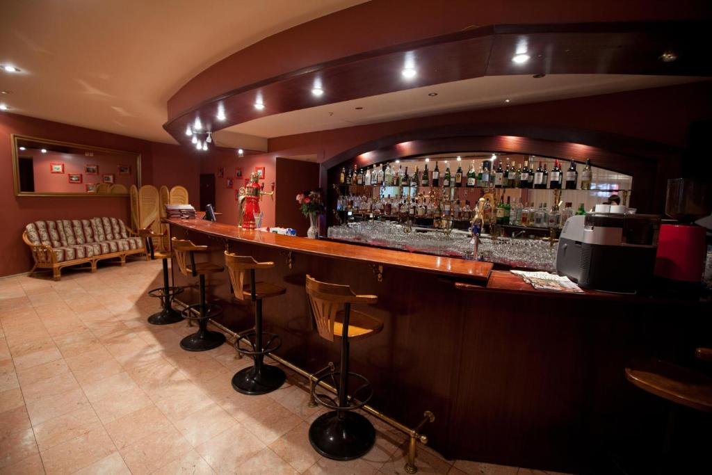 The lounge or bar area at Zvezda Zhiguley Hotel