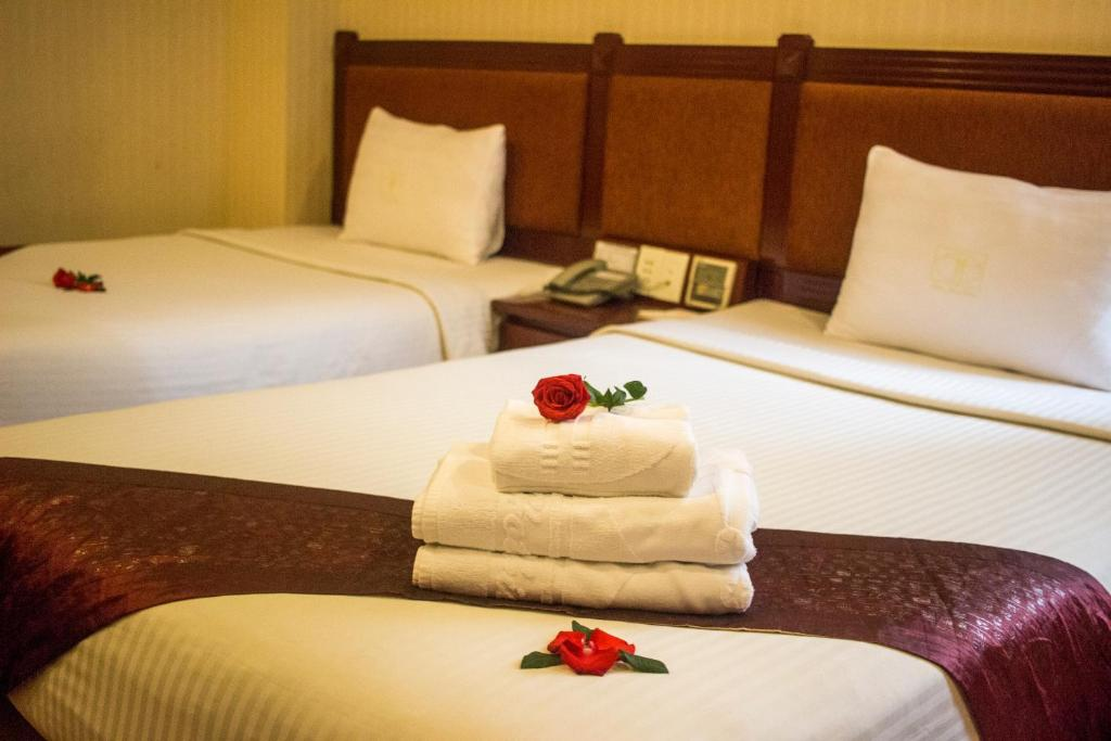 A bed or beds in a room at Thien Thao Hotel