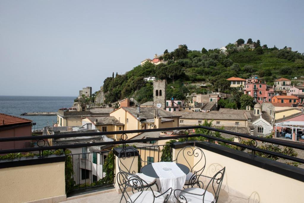 A balcony or terrace at Hotel La Colonnina