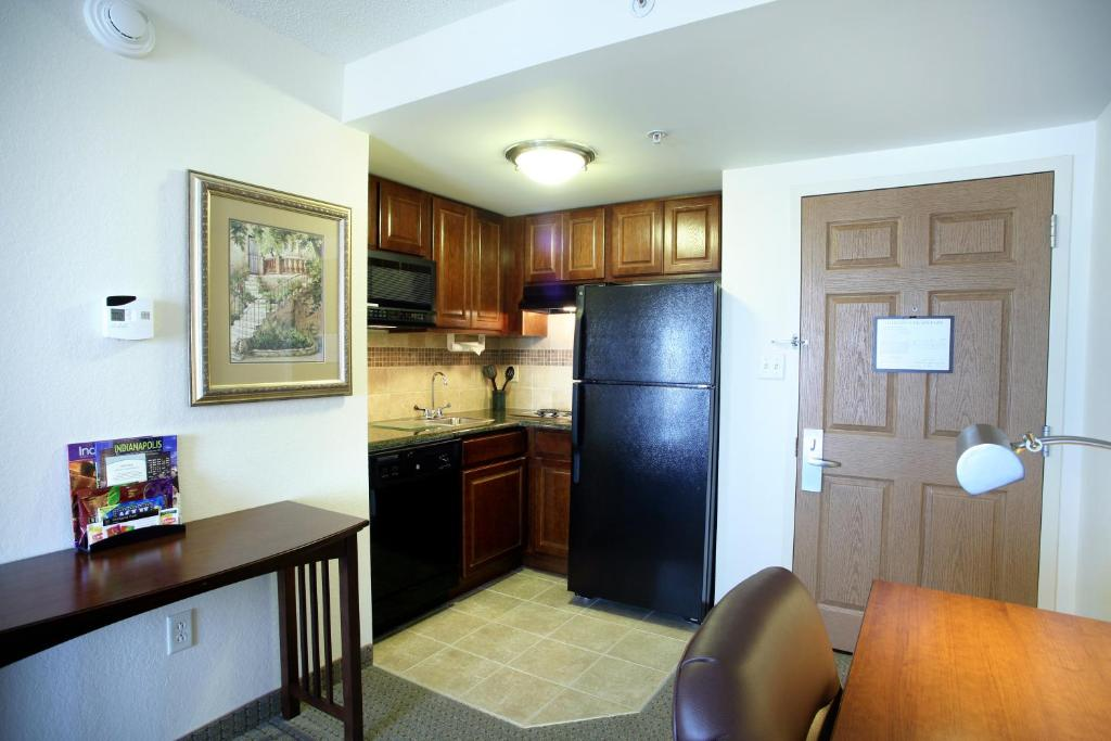 A kitchen or kitchenette at Staybridge Suites Indianapolis Downtown-Convention Center