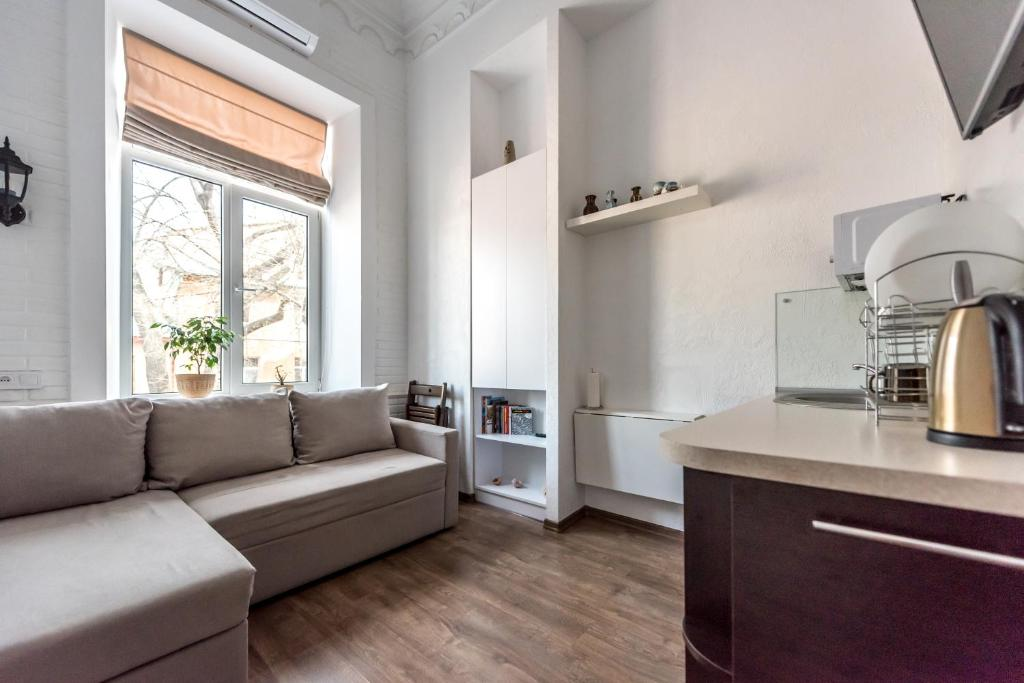 A kitchen or kitchenette at Cozy studio in the heart of the city