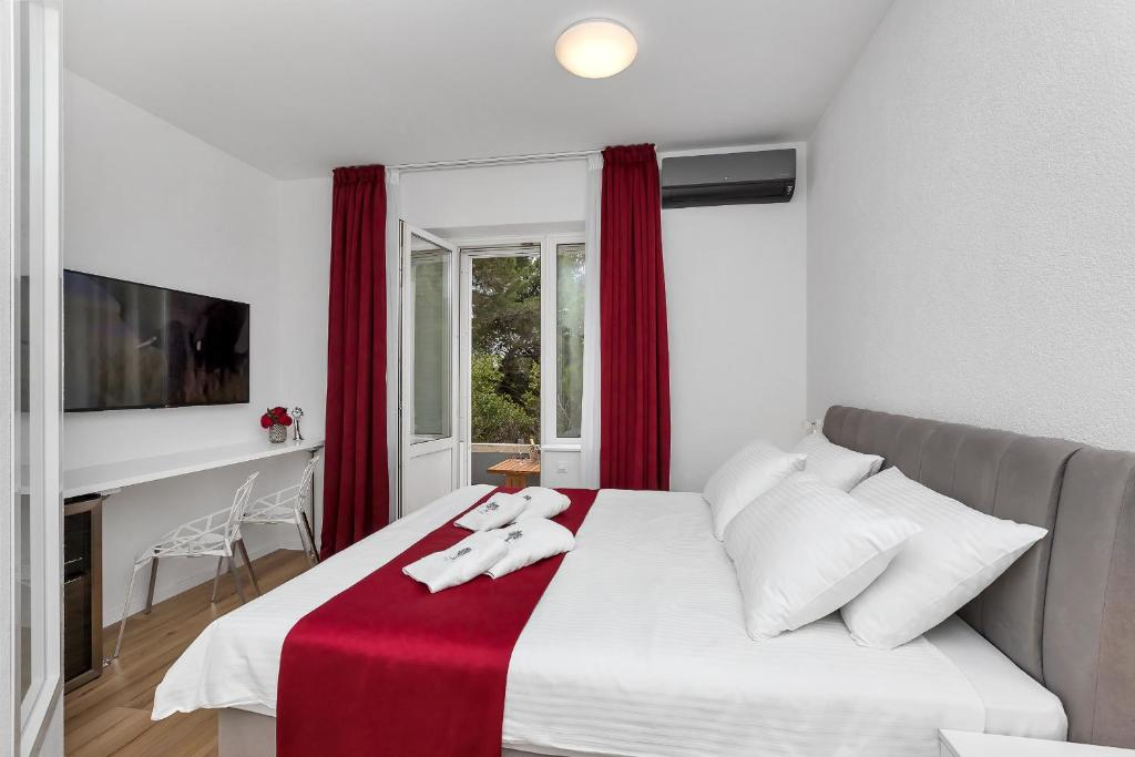 A bed or beds in a room at Luxury Rooms Paradise Garden