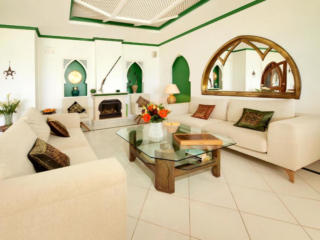 Ein Sitzbereich in der Unterkunft Villa Esmeralda