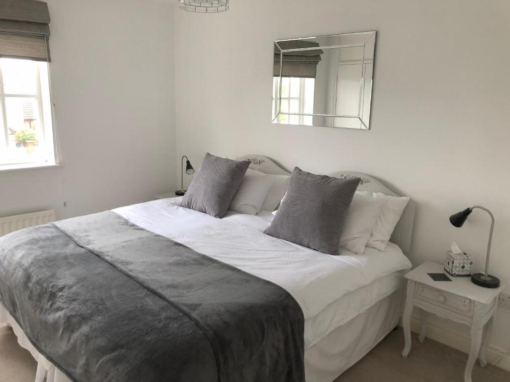 A bed or beds in a room at 22 Bridus Mead