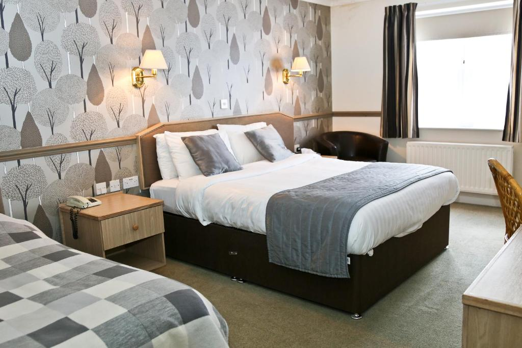 A bed or beds in a room at Millfields Hotel